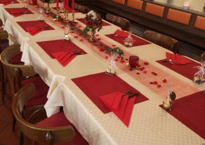 Tischdekoration für Geburtstagsfeier